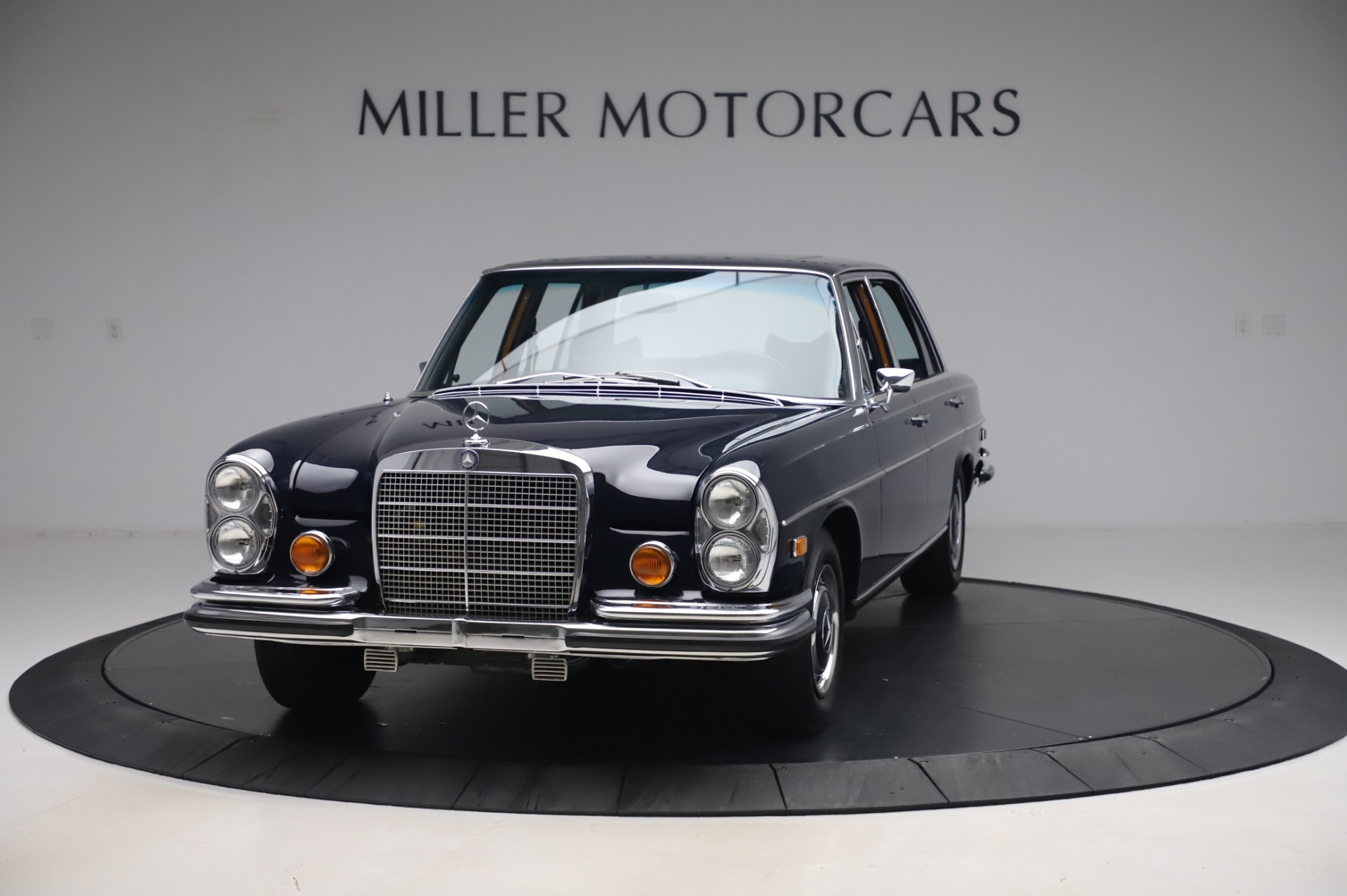 Used 1971 Mercedes-Benz 300 SEL 6.3 for sale $117,000 at Alfa Romeo of Greenwich in Greenwich CT 06830 1