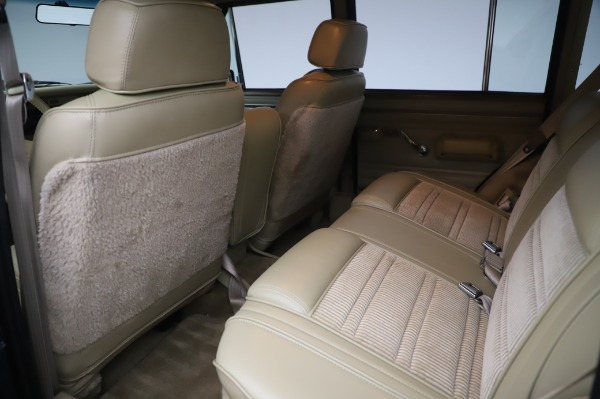 Used 1991 Jeep Grand Wagoneer for sale $89,900 at Alfa Romeo of Greenwich in Greenwich CT 06830 15