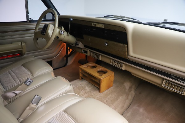 Used 1991 Jeep Grand Wagoneer for sale $89,900 at Alfa Romeo of Greenwich in Greenwich CT 06830 18
