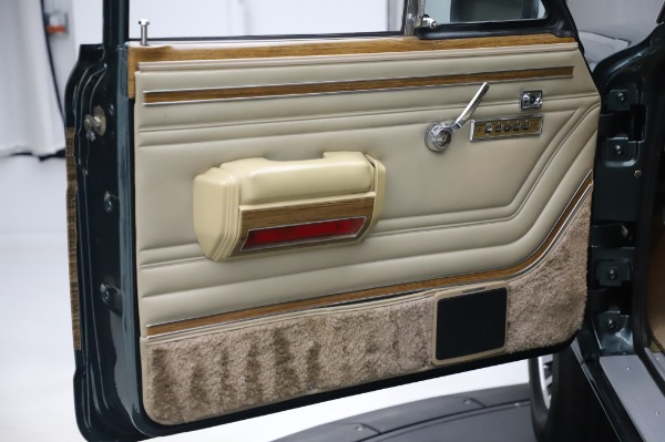 Used 1991 Jeep Grand Wagoneer for sale $89,900 at Alfa Romeo of Greenwich in Greenwich CT 06830 21