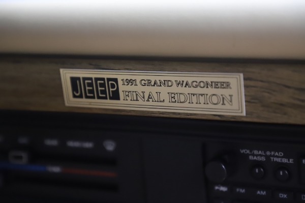 Used 1991 Jeep Grand Wagoneer for sale $89,900 at Alfa Romeo of Greenwich in Greenwich CT 06830 24