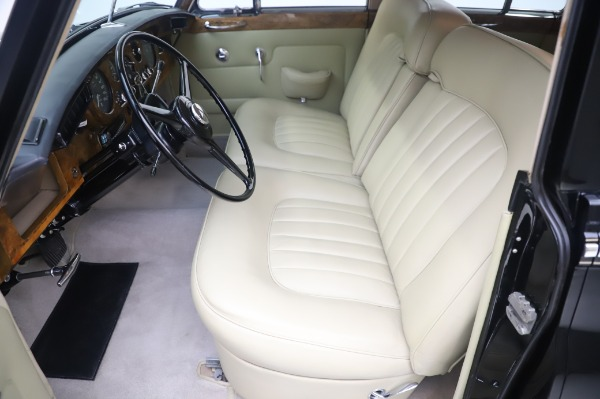 Used 1965 Rolls-Royce Silver Cloud III for sale $99,900 at Alfa Romeo of Greenwich in Greenwich CT 06830 16
