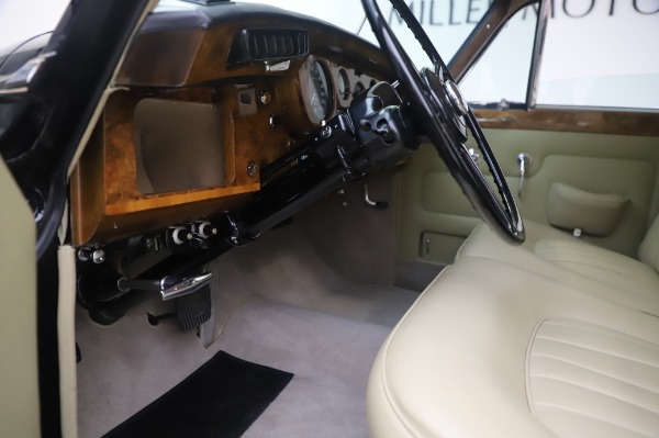 Used 1965 Rolls-Royce Silver Cloud III for sale $99,900 at Alfa Romeo of Greenwich in Greenwich CT 06830 18