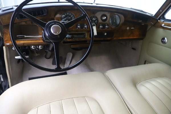 Used 1965 Rolls-Royce Silver Cloud III for sale $99,900 at Alfa Romeo of Greenwich in Greenwich CT 06830 21