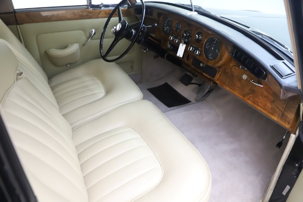 Used 1965 Rolls-Royce Silver Cloud III for sale $99,900 at Alfa Romeo of Greenwich in Greenwich CT 06830 23