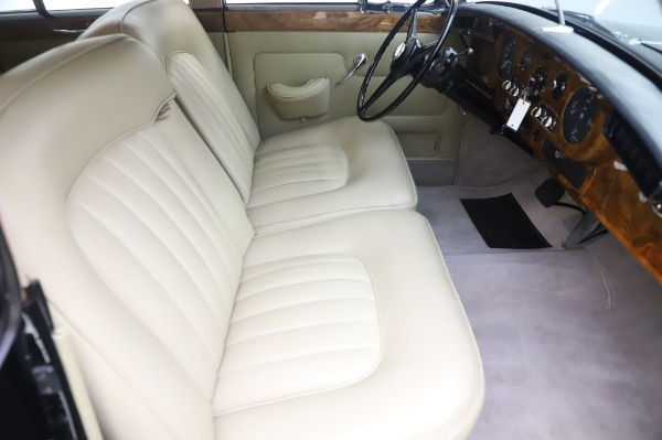 Used 1965 Rolls-Royce Silver Cloud III for sale $99,900 at Alfa Romeo of Greenwich in Greenwich CT 06830 24