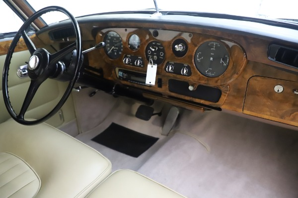 Used 1965 Rolls-Royce Silver Cloud III for sale $99,900 at Alfa Romeo of Greenwich in Greenwich CT 06830 25