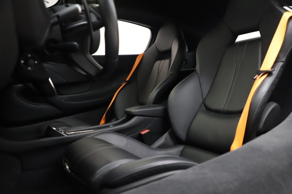 Used 2017 McLaren 570S Coupe for sale $149,900 at Alfa Romeo of Greenwich in Greenwich CT 06830 18