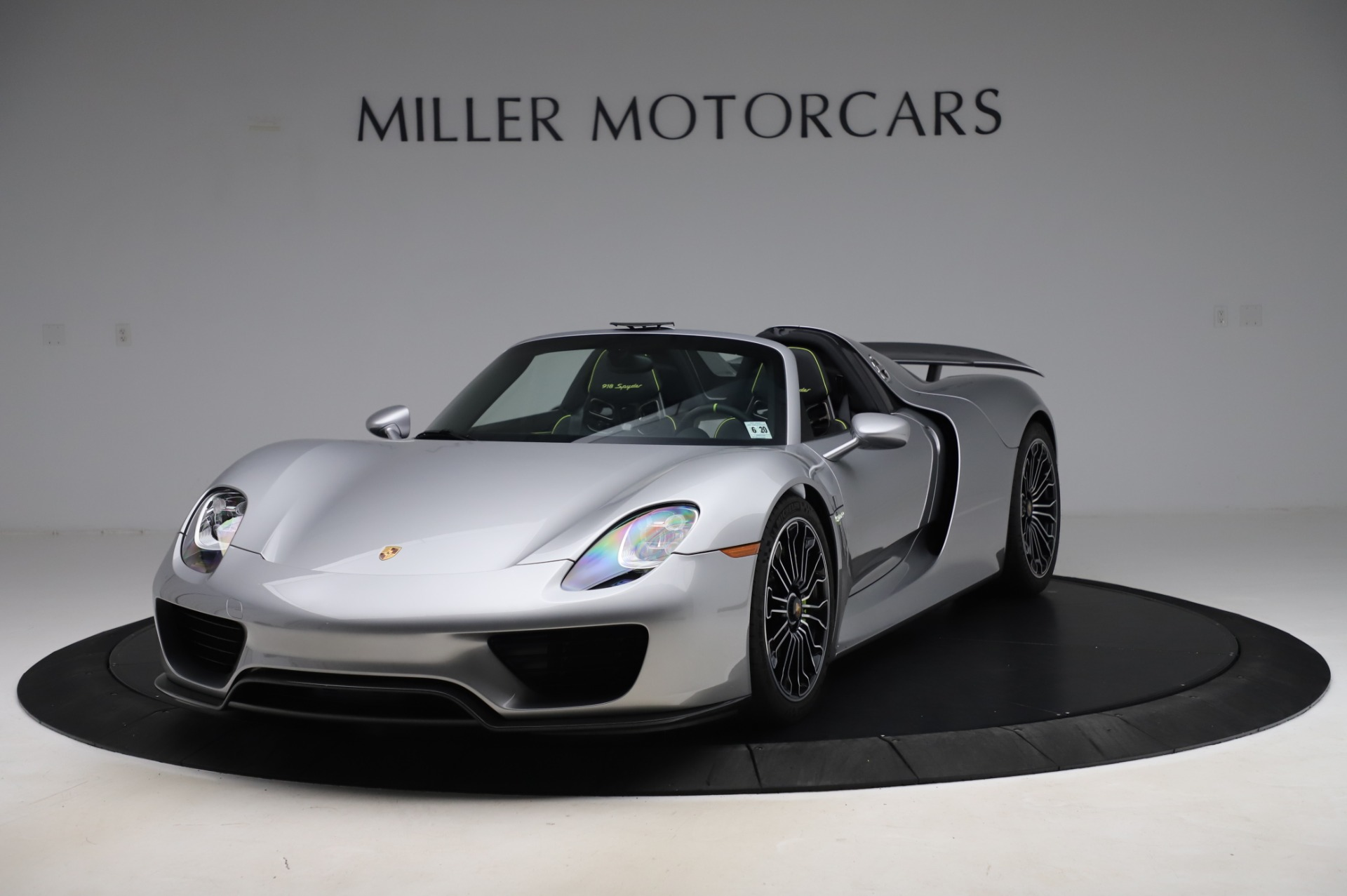 Used 2015 Porsche 918 Spyder for sale $1,389,900 at Alfa Romeo of Greenwich in Greenwich CT 06830 1