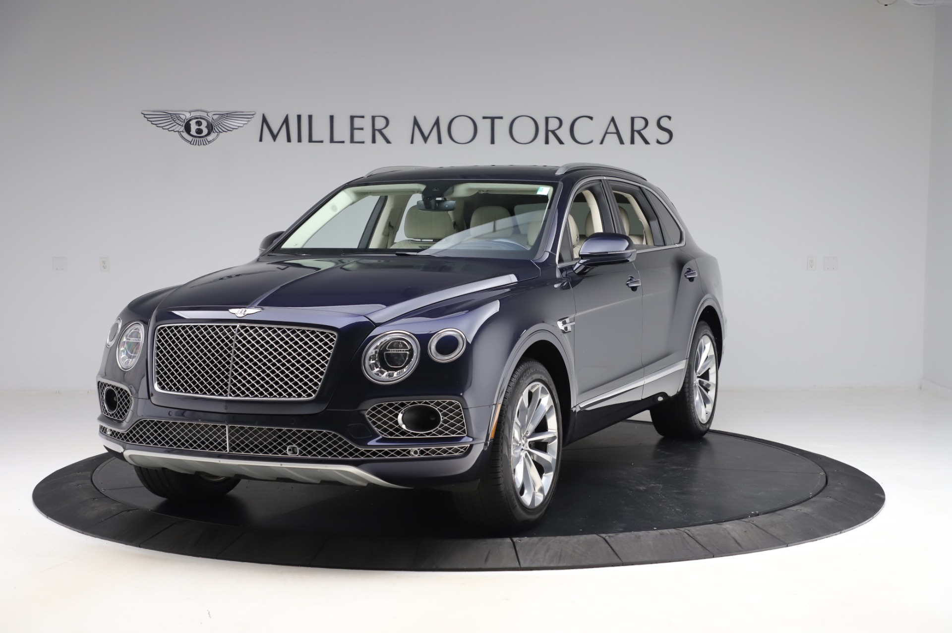 Used 2017 Bentley Bentayga W12 for sale $133,900 at Alfa Romeo of Greenwich in Greenwich CT 06830 1
