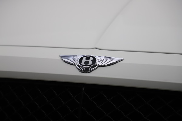 Used 2018 Bentley Bentayga Black Edition for sale $149,900 at Alfa Romeo of Greenwich in Greenwich CT 06830 14