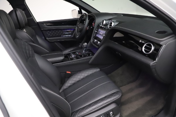 Used 2018 Bentley Bentayga Black Edition for sale $149,900 at Alfa Romeo of Greenwich in Greenwich CT 06830 27
