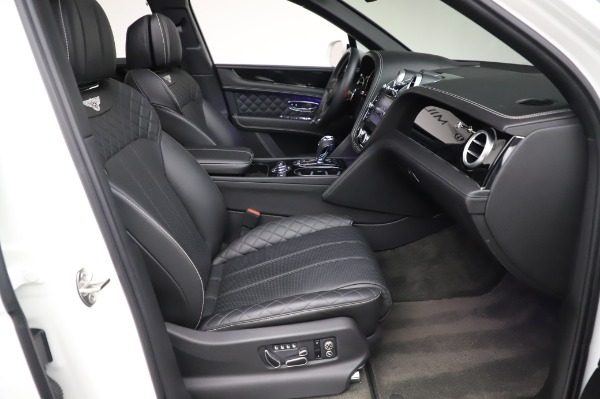 Used 2018 Bentley Bentayga Black Edition for sale $149,900 at Alfa Romeo of Greenwich in Greenwich CT 06830 28