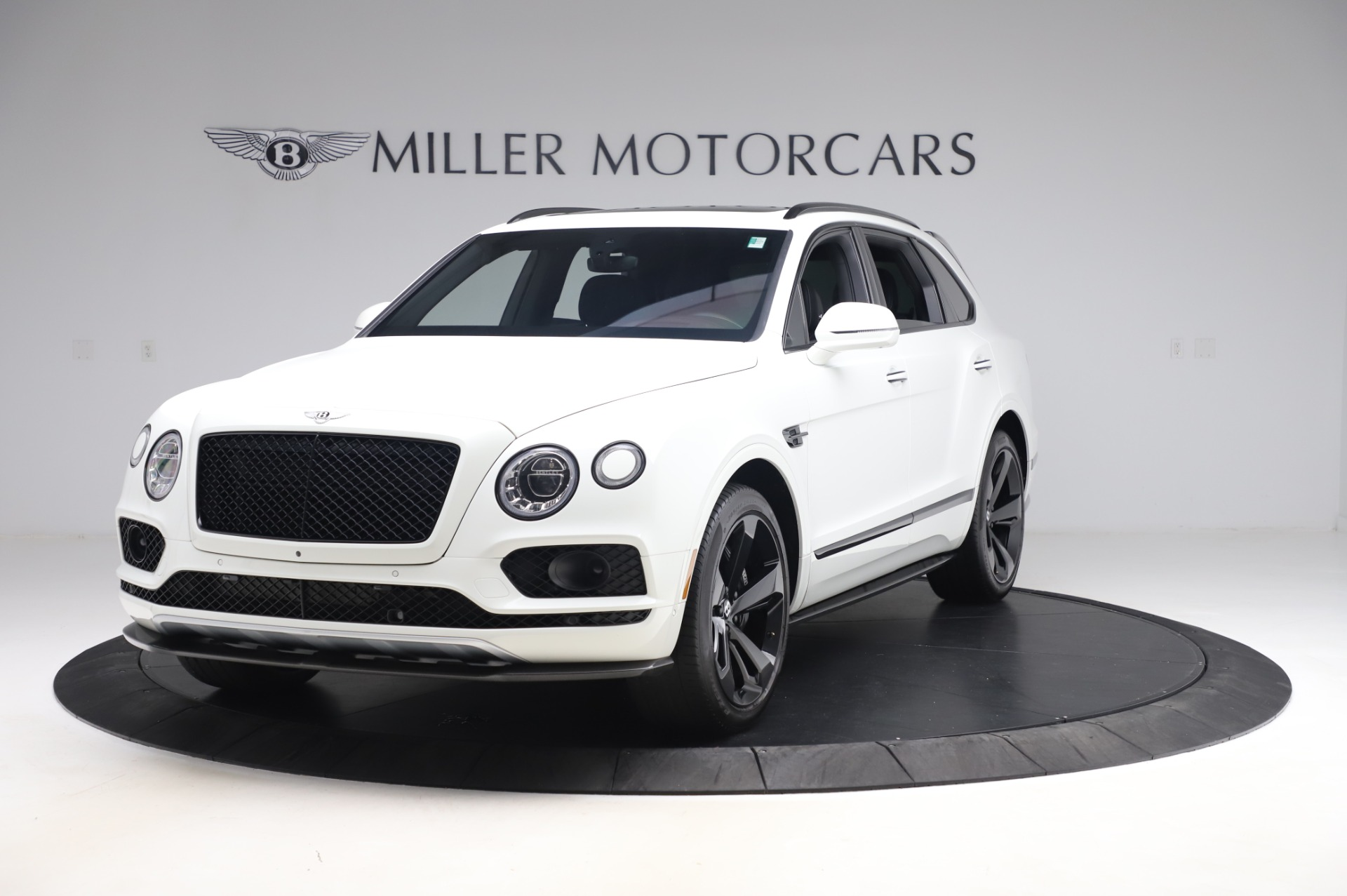 Used 2018 Bentley Bentayga Black Edition for sale $149,900 at Alfa Romeo of Greenwich in Greenwich CT 06830 1