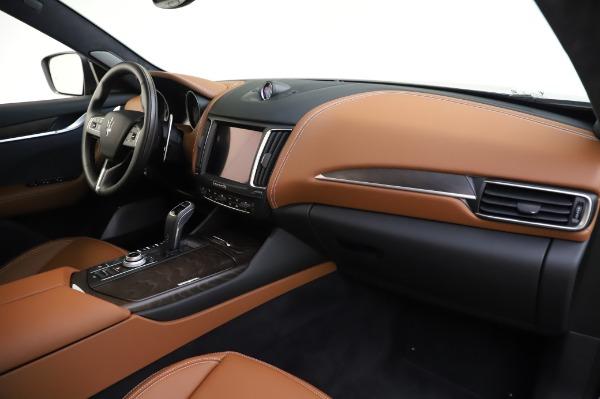 New 2020 Maserati Levante Q4 GranLusso for sale $88,635 at Alfa Romeo of Greenwich in Greenwich CT 06830 24
