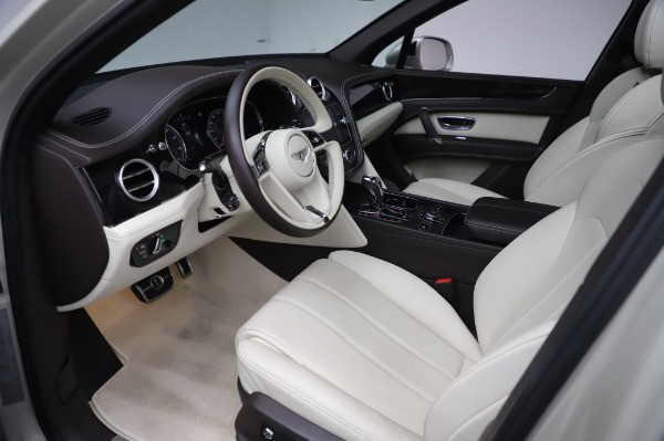 Used 2018 Bentley Bentayga Onyx Edition for sale Call for price at Alfa Romeo of Greenwich in Greenwich CT 06830 17