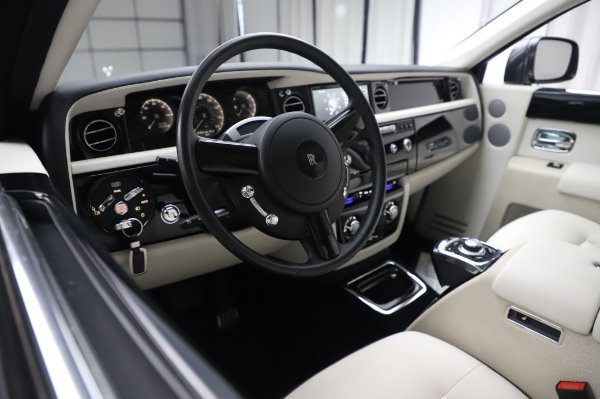 Used 2014 Rolls-Royce Phantom for sale $219,900 at Alfa Romeo of Greenwich in Greenwich CT 06830 18