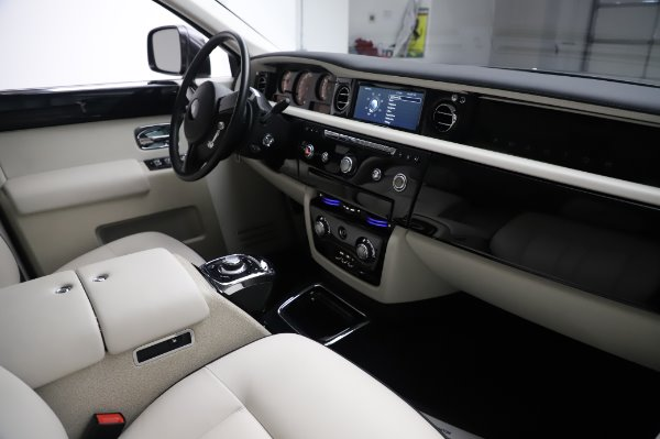 Used 2014 Rolls-Royce Phantom for sale $219,900 at Alfa Romeo of Greenwich in Greenwich CT 06830 19