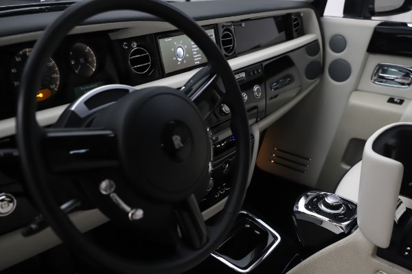 Used 2014 Rolls-Royce Phantom for sale $219,900 at Alfa Romeo of Greenwich in Greenwich CT 06830 25
