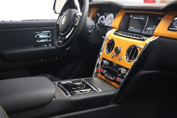 New 2021 Rolls-Royce Cullinan for sale $372,725 at Alfa Romeo of Greenwich in Greenwich CT 06830 17