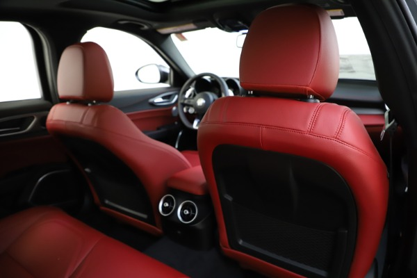 New 2020 Alfa Romeo Giulia Ti Sport Q4 for sale $48,595 at Alfa Romeo of Greenwich in Greenwich CT 06830 28