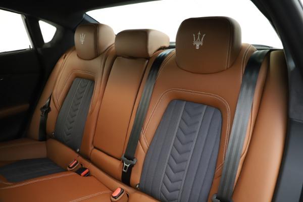 Used 2017 Maserati Quattroporte S Q4 GranLusso for sale $59,900 at Alfa Romeo of Greenwich in Greenwich CT 06830 18
