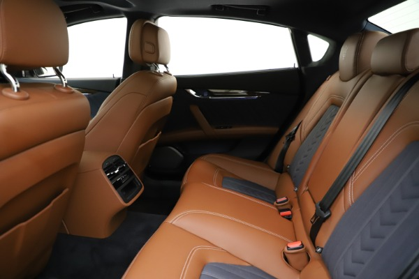 Used 2017 Maserati Quattroporte S Q4 GranLusso for sale $59,900 at Alfa Romeo of Greenwich in Greenwich CT 06830 19