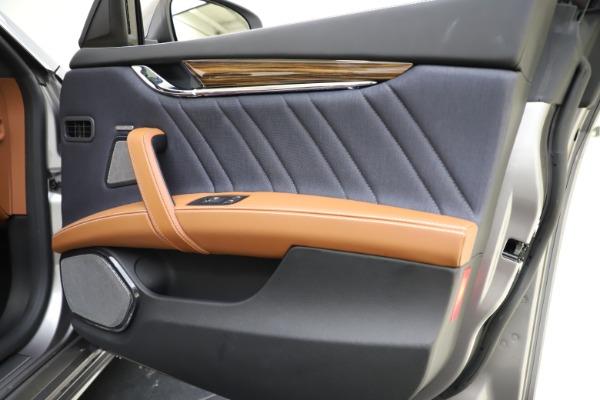 Used 2017 Maserati Quattroporte S Q4 GranLusso for sale $59,900 at Alfa Romeo of Greenwich in Greenwich CT 06830 25