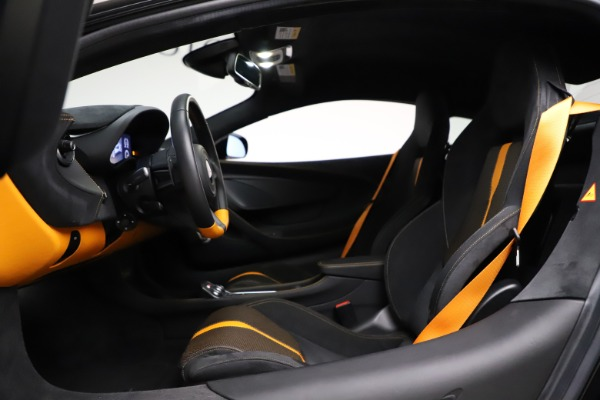 Used 2019 McLaren 570S for sale $177,900 at Alfa Romeo of Greenwich in Greenwich CT 06830 17