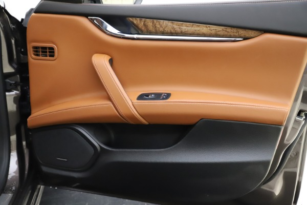 Used 2018 Maserati Quattroporte S Q4 GranLusso for sale $69,900 at Alfa Romeo of Greenwich in Greenwich CT 06830 26