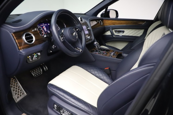 Used 2018 Bentley Bentayga W12 Signature Edition for sale $149,900 at Alfa Romeo of Greenwich in Greenwich CT 06830 17