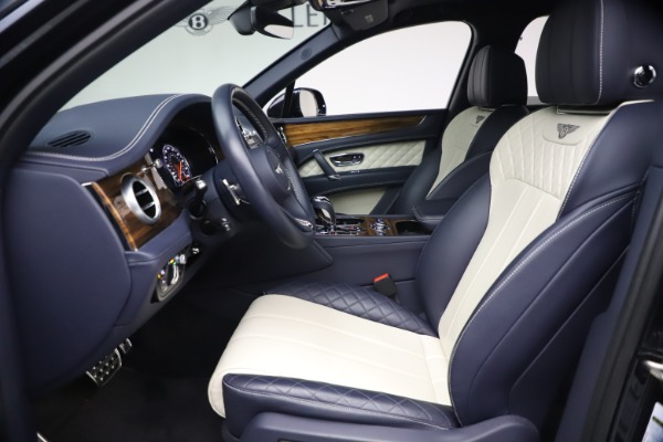 Used 2018 Bentley Bentayga W12 Signature Edition for sale $149,900 at Alfa Romeo of Greenwich in Greenwich CT 06830 18