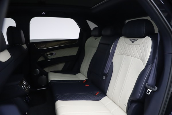 Used 2018 Bentley Bentayga W12 Signature Edition for sale $149,900 at Alfa Romeo of Greenwich in Greenwich CT 06830 22