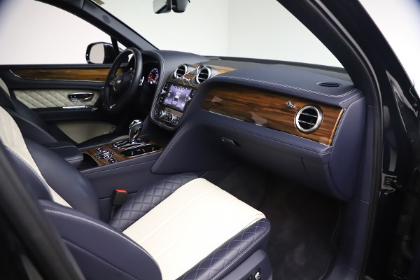 Used 2018 Bentley Bentayga W12 Signature Edition for sale $149,900 at Alfa Romeo of Greenwich in Greenwich CT 06830 24