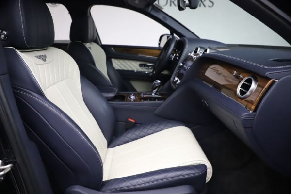 Used 2018 Bentley Bentayga W12 Signature Edition for sale $149,900 at Alfa Romeo of Greenwich in Greenwich CT 06830 25