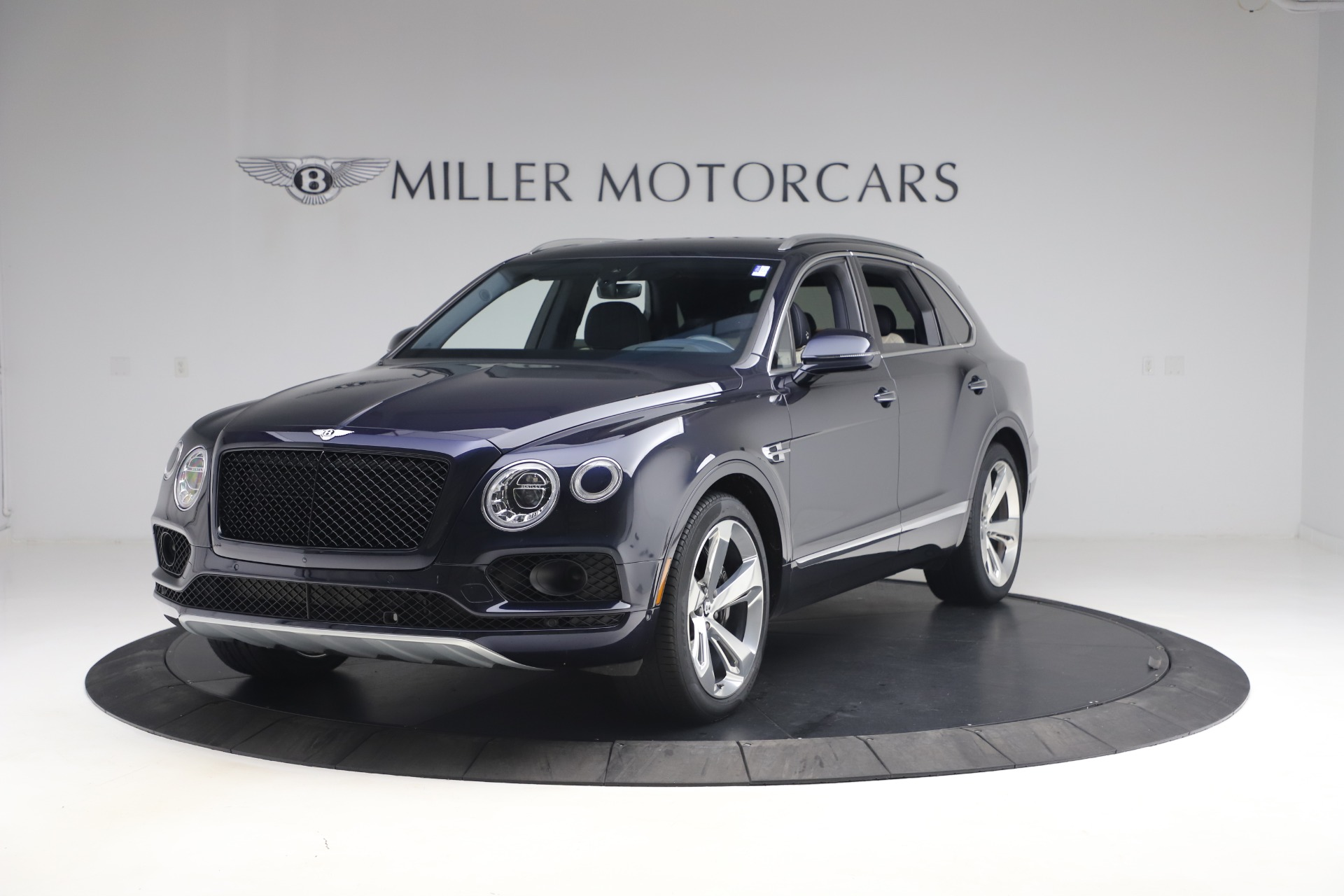 Used 2018 Bentley Bentayga W12 Signature for sale $154,900 at Alfa Romeo of Greenwich in Greenwich CT 06830 1