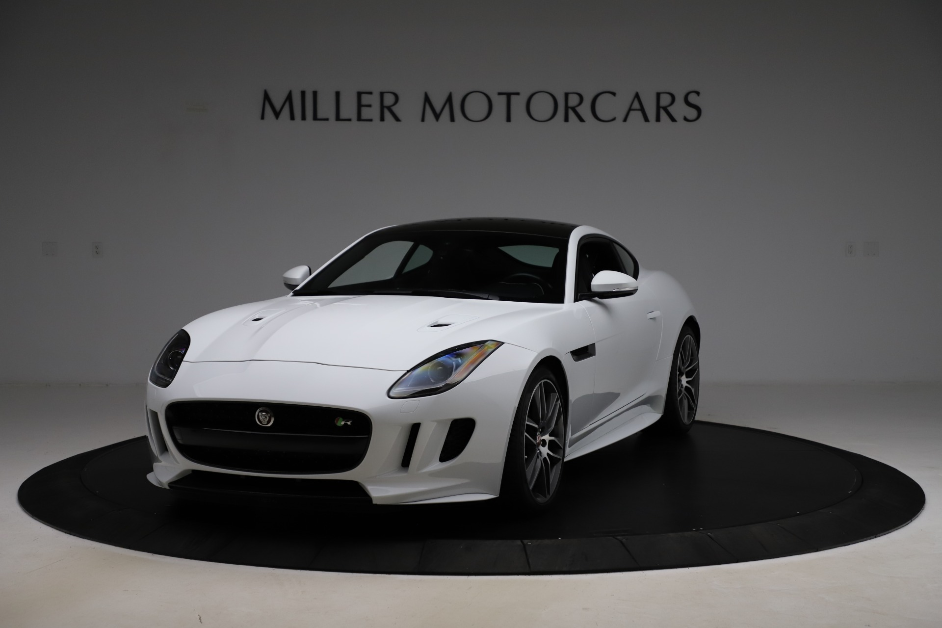Used 2016 Jaguar F-TYPE R for sale Sold at Alfa Romeo of Greenwich in Greenwich CT 06830 1