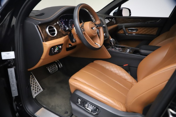 Used 2017 Bentley Bentayga W12 for sale $126,900 at Alfa Romeo of Greenwich in Greenwich CT 06830 18