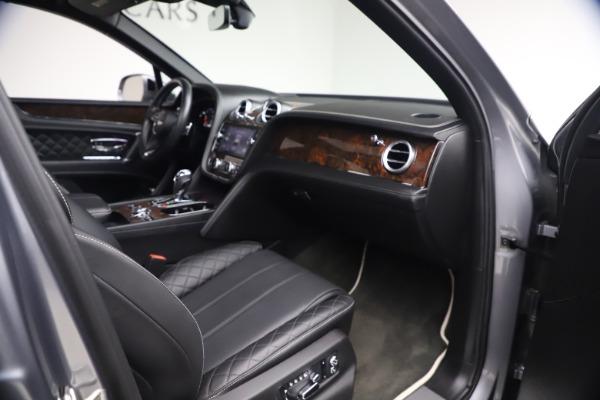 Used 2018 Bentley Bentayga W12 Signature for sale $154,900 at Alfa Romeo of Greenwich in Greenwich CT 06830 26