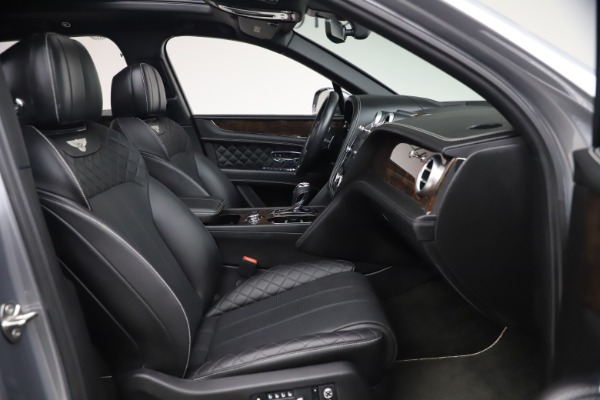 Used 2018 Bentley Bentayga W12 Signature Edition for sale $149,900 at Alfa Romeo of Greenwich in Greenwich CT 06830 27