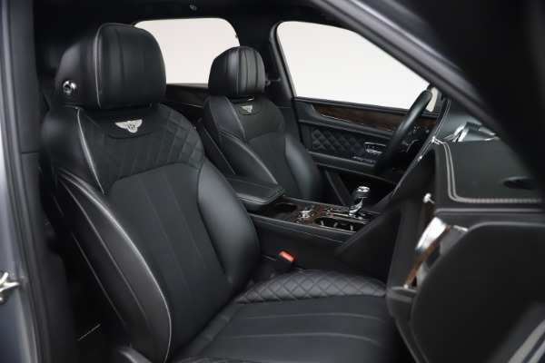 Used 2018 Bentley Bentayga W12 Signature Edition for sale $149,900 at Alfa Romeo of Greenwich in Greenwich CT 06830 28