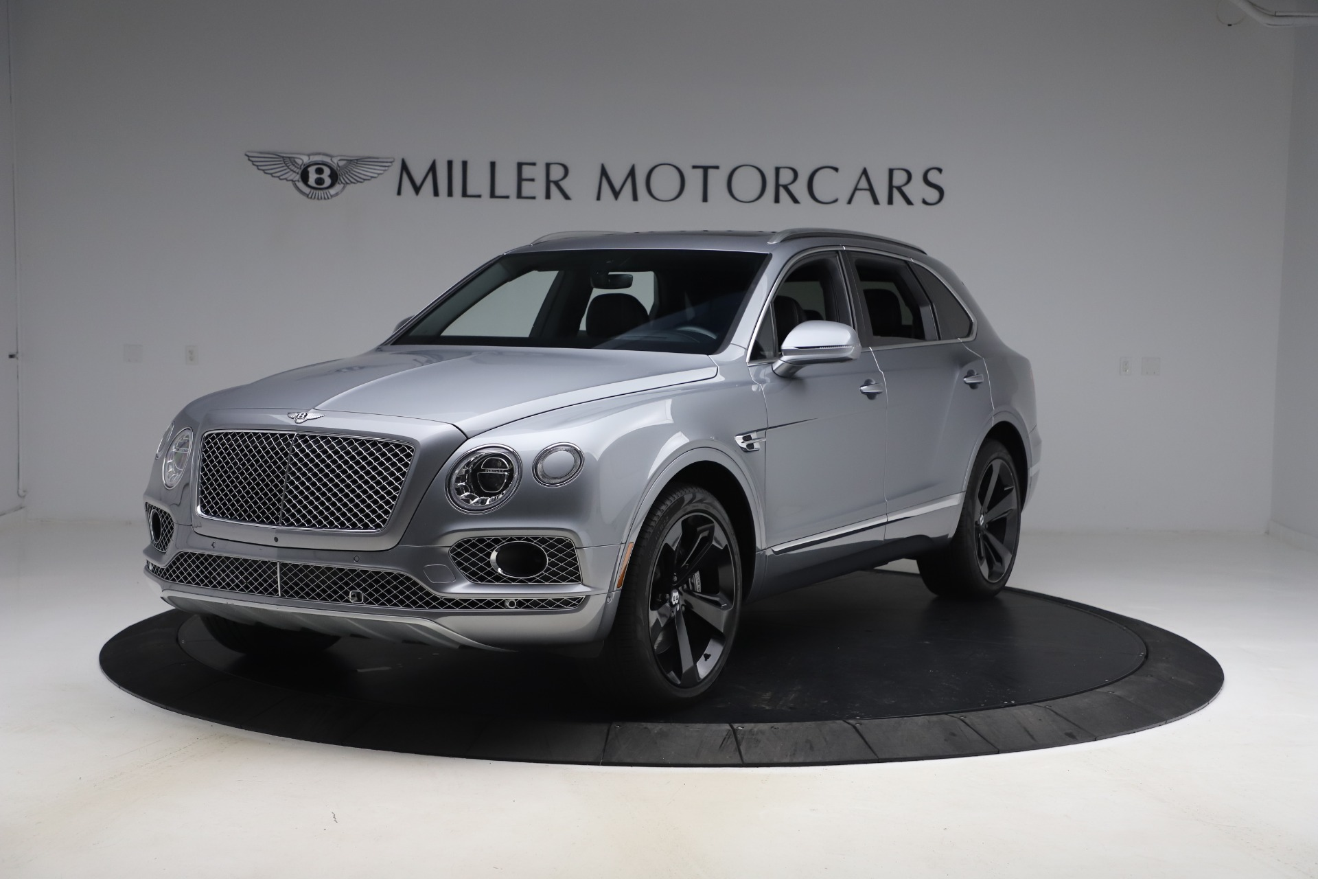 Used 2018 Bentley Bentayga W12 Signature Edition for sale $149,900 at Alfa Romeo of Greenwich in Greenwich CT 06830 1