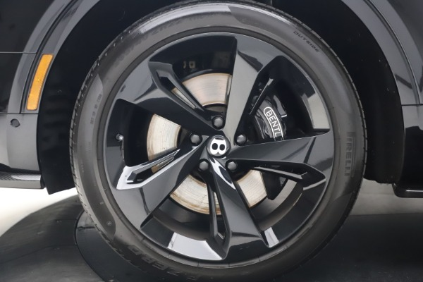 Used 2018 Bentley Bentayga Black Edition for sale $169,900 at Alfa Romeo of Greenwich in Greenwich CT 06830 15