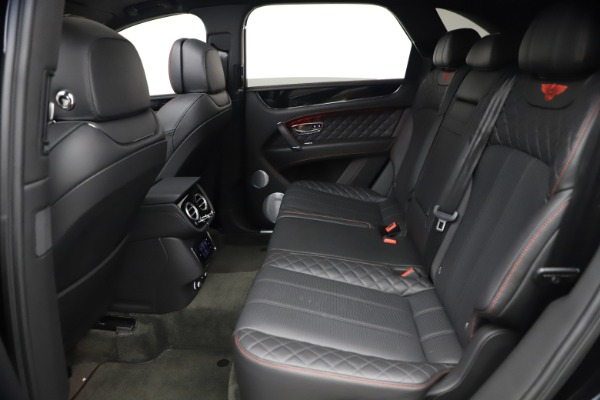 Used 2018 Bentley Bentayga Black Edition for sale $169,900 at Alfa Romeo of Greenwich in Greenwich CT 06830 21