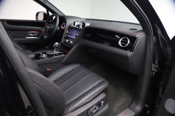 Used 2018 Bentley Bentayga Black Edition for sale $169,900 at Alfa Romeo of Greenwich in Greenwich CT 06830 24