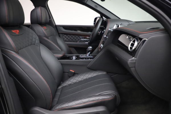 Used 2018 Bentley Bentayga Black Edition for sale $169,900 at Alfa Romeo of Greenwich in Greenwich CT 06830 25