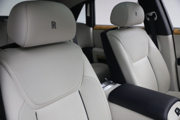 Used 2018 Rolls-Royce Ghost for sale $249,900 at Alfa Romeo of Greenwich in Greenwich CT 06830 15