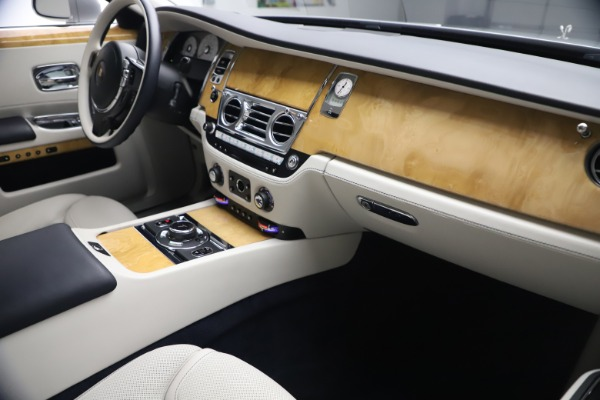Used 2018 Rolls-Royce Ghost for sale $249,900 at Alfa Romeo of Greenwich in Greenwich CT 06830 17