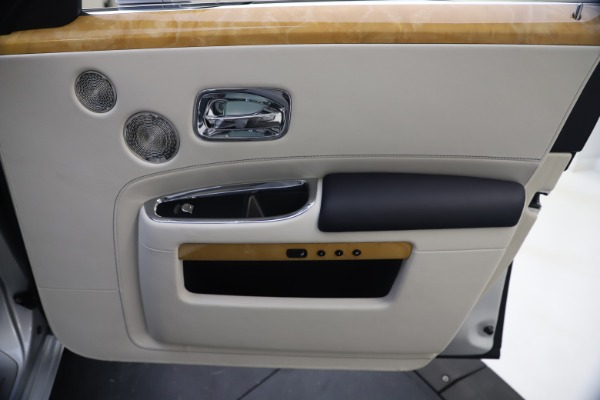 Used 2018 Rolls-Royce Ghost for sale $249,900 at Alfa Romeo of Greenwich in Greenwich CT 06830 25