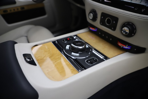 Used 2018 Rolls-Royce Ghost for sale $249,900 at Alfa Romeo of Greenwich in Greenwich CT 06830 27